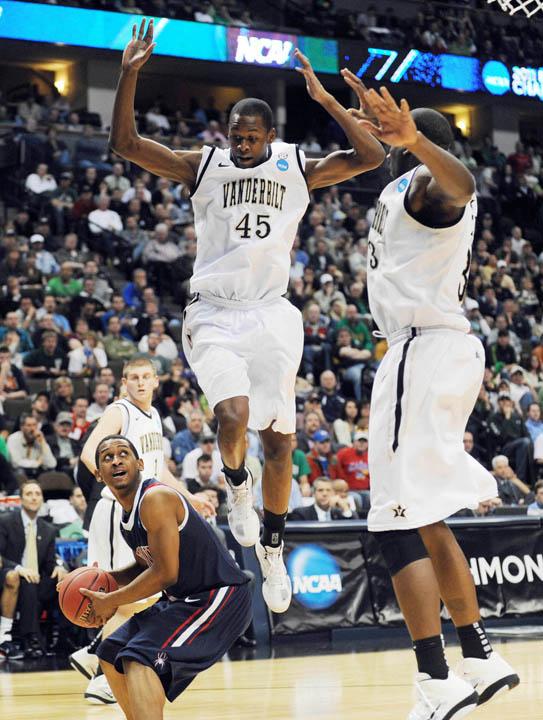 NCAA Basketball: Division I Championship-Louisville vs Morehead State | Andrew Carpenean